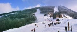 Voor de echte ski-fanaat is het bijzonder om de afdaling van de berg Pilion op zijn lijstje te kunnen bijschrijven. Vanaf december is de berg met sneeuw bedekt en is de lift geopend.